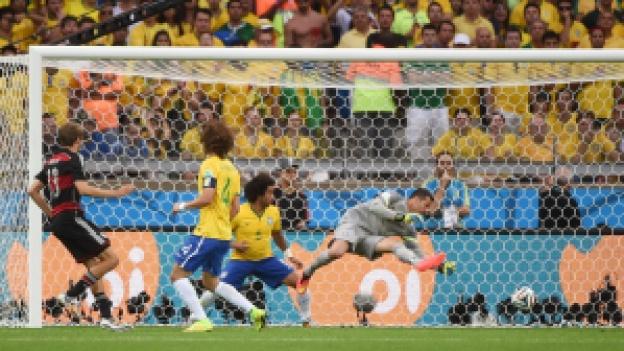 """Müller marca contra o Brasil. Como diriam os personagens de """"Worms"""": o primeiro de muitos"""
